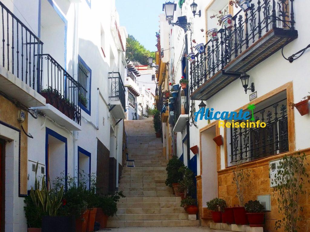 Treppen steigen im Barrio Santa Cruz