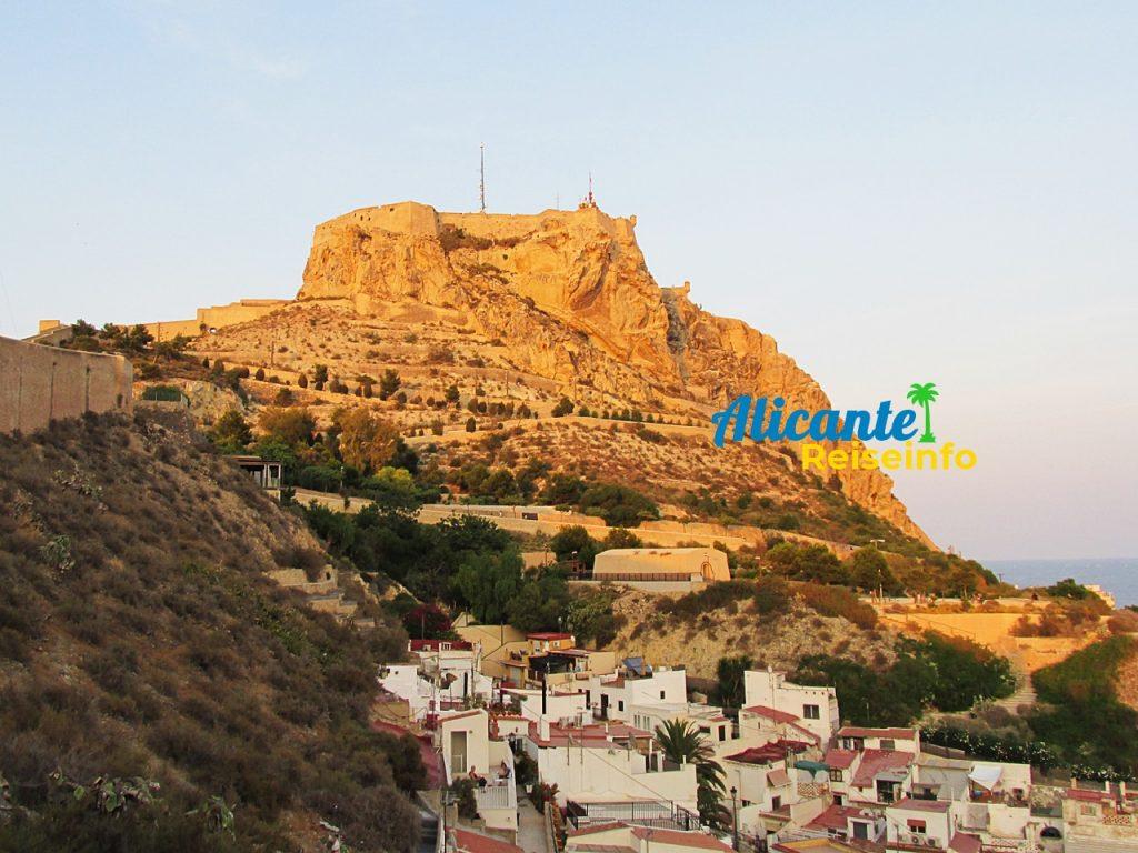 Schöne Aussichtspunkte auf Burg, Meer und Altstadt
